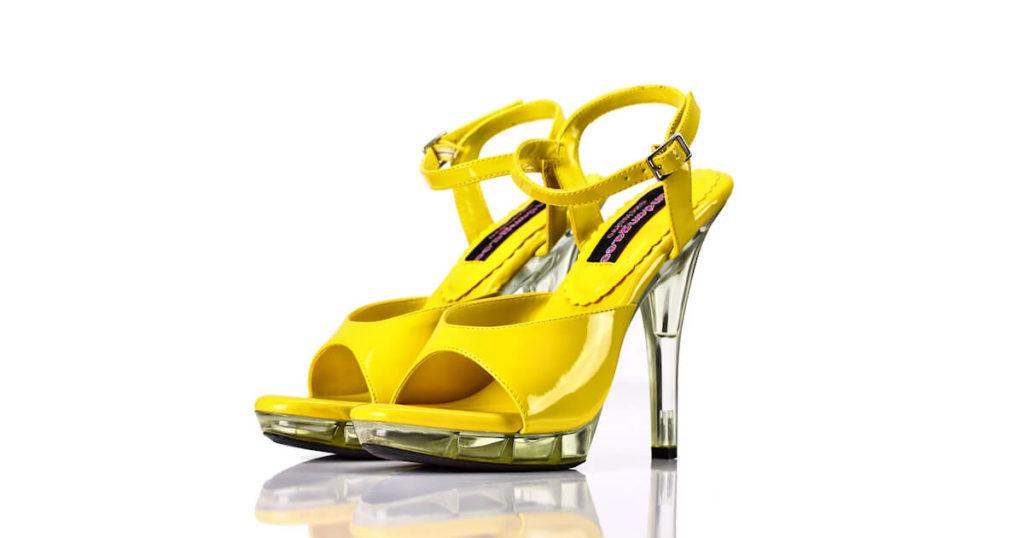 Sandaletten Gelb Lack Acryl